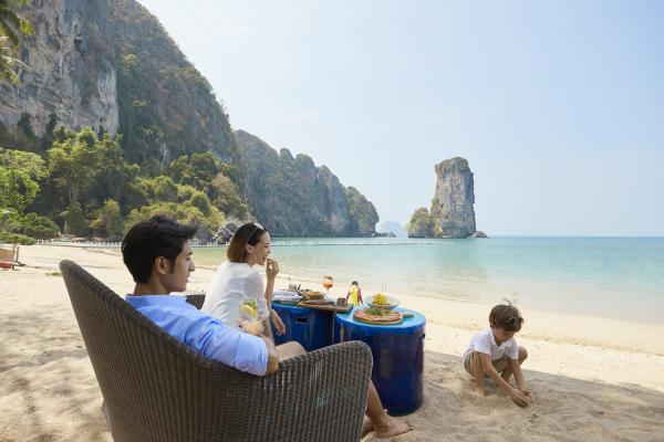 Centara Grand Beach Resort & Villas Krabi Coast Restaurant Lifestyle