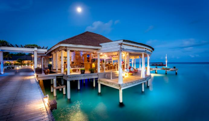 Aqua Bar at Centara Grand Island Resort & Spa Maldives (CIRM)